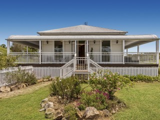 View profile: Picture Perfect Queenslander